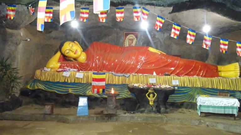 buddha couché sri lanka