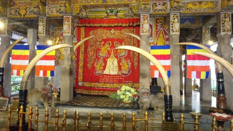 palais du temple de la dent kandy