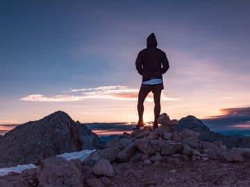 levé de soleil sur la montagne