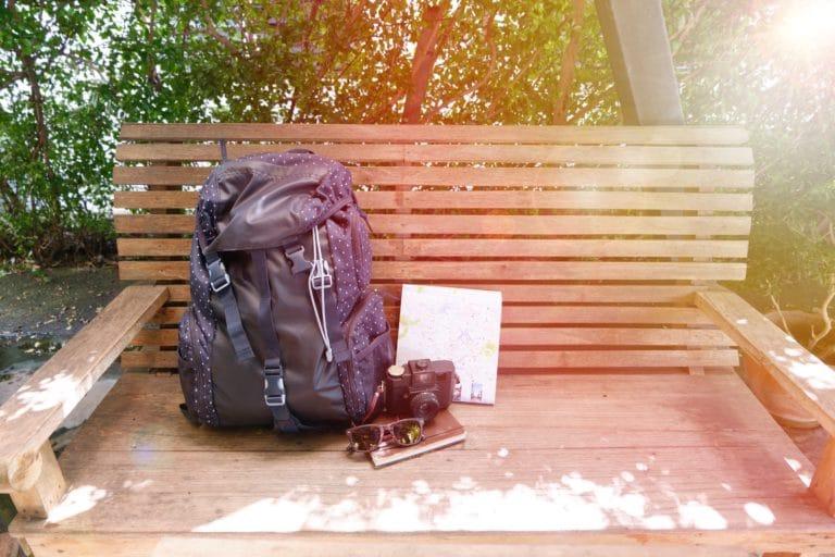 sac à dos voyage banc
