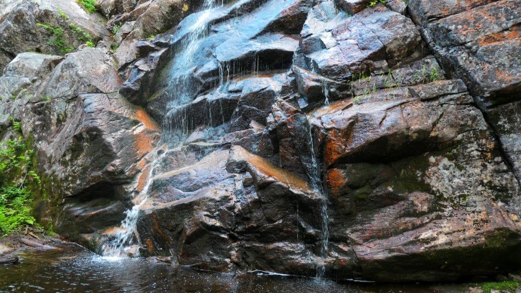 chutte d'eau de la randonnée du mont Menaud