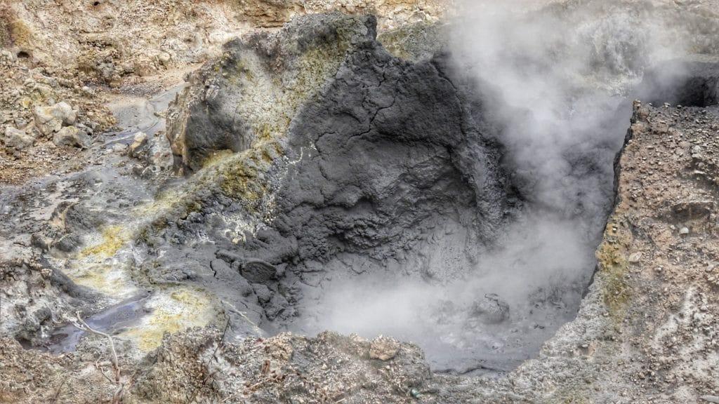 Lave du volcan de la Soufrière sur l'île de Sainte Lucie