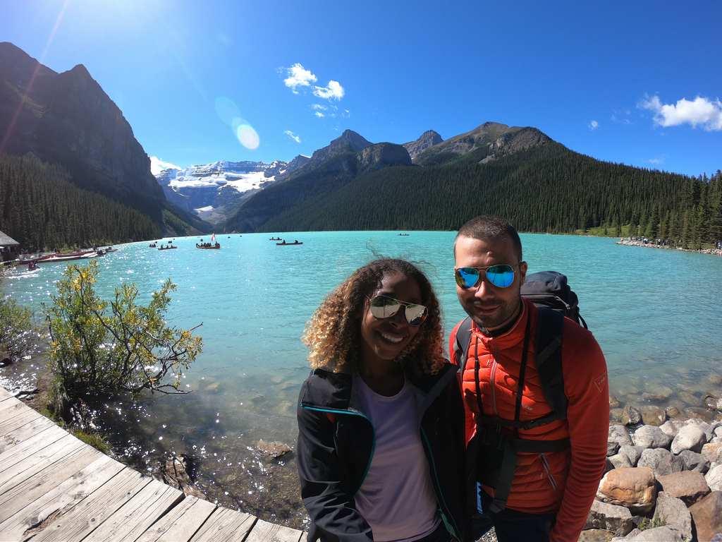 photo selfie de maëva et anthony au lac louise