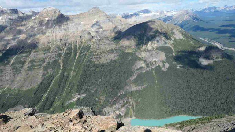 Montagne avec vue plongeante sur le lac Louise