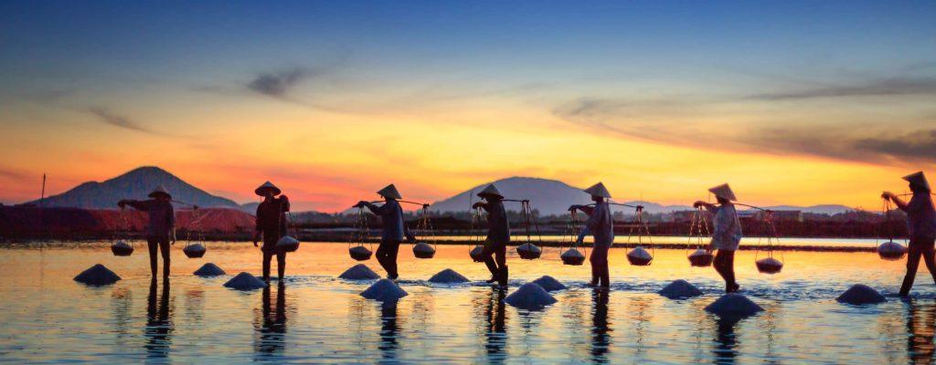 myanmar couché de soleil sur le lac inle