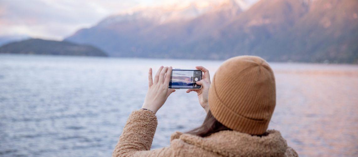 application-photo-montagne-lac-femme