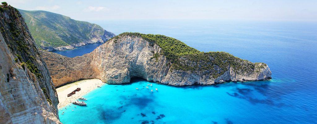 plage-baie-eau-turquoise-mer