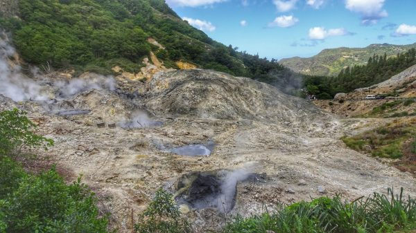 Point de vue sur le volcan de la Soufrière à Sainte Lucie